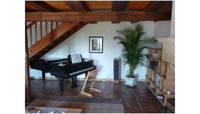 Superb renovated house in the countryside. 3 floors, 9 rooms, 2 bathrooms. large fireplace