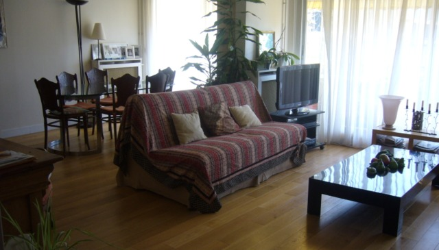 Choose our apartment to visit Paris:Two minutes walk to Subway you'll be at 20 minutes from center.