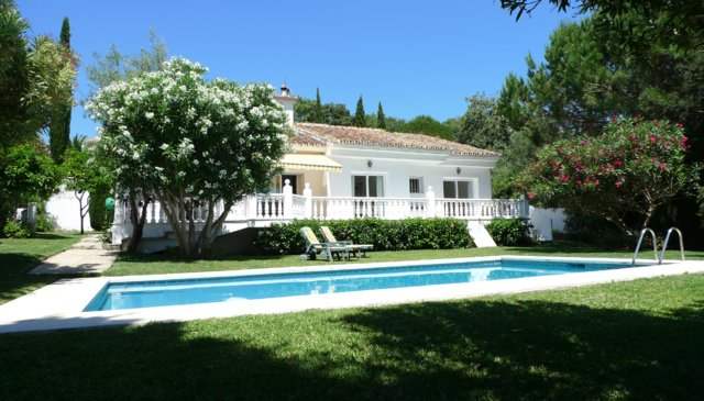 Light & Airy Villa with Private Pool & Large Garden in Tranquil Location