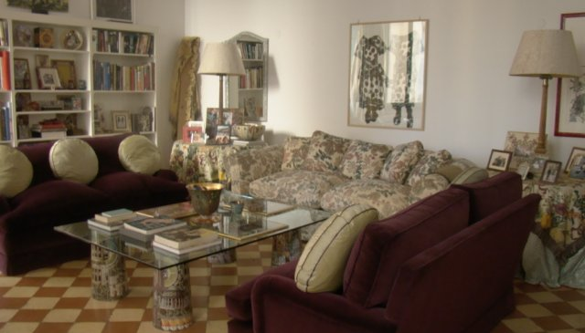 magnificant apartment in historic building in central rome