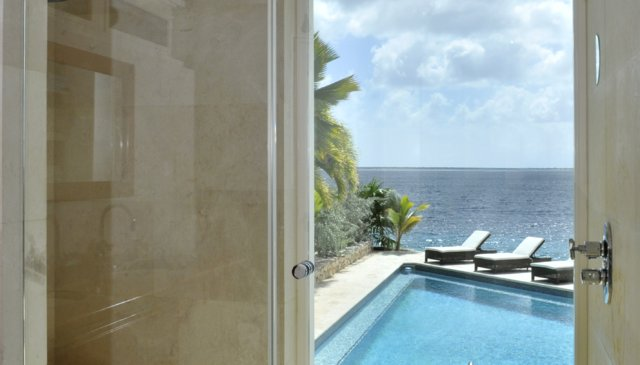 Beautifully designed private oceanfront Villa