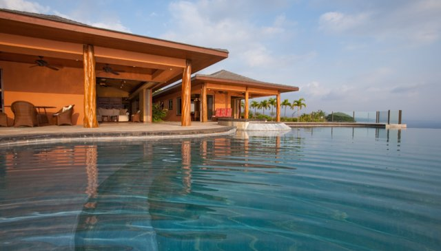 Spacious Luxury Home with infinity pool overlooking the Ocean
