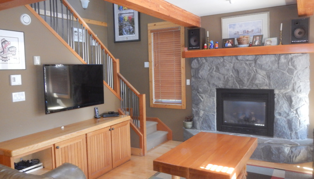 4 Bedroom/4 Bathroom - Family Home-walking distance to Whistler Village