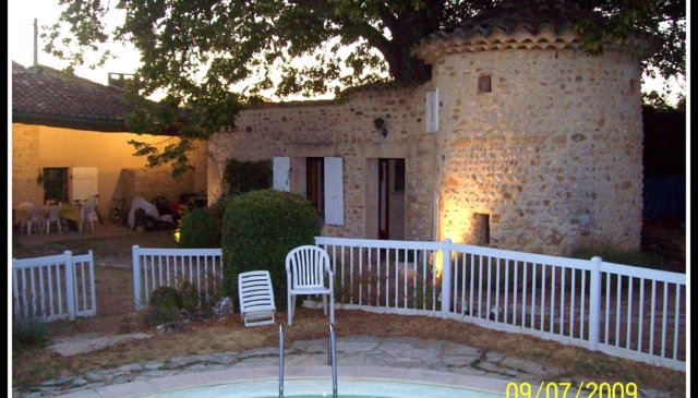 Beautiful XVIIIth century house with pool in the near of Provence