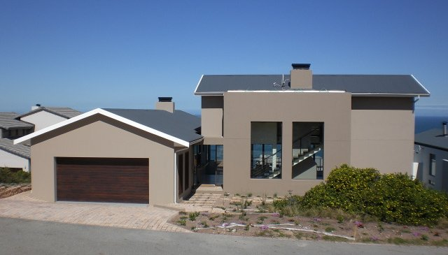 Modern holiday home at Pinnacle Point Golf Estate